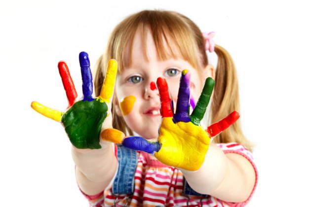 Academia centrum edukacji - Peinture main enfant ...